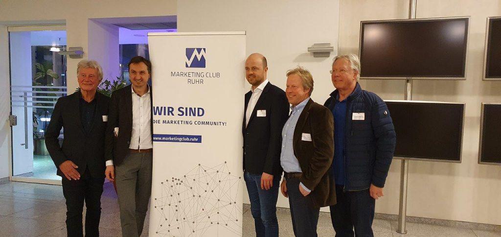 Philip Erbers (3. v. rechts) mit Richard Röhrhoff (MC Ruhr, 2. v. Links) mit den Olympiabotschaftern der Stadt Essen